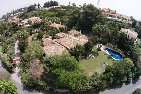 Exclusive villa in El Paraiso / Estepona Andalusia - El Paraíso - Villa
