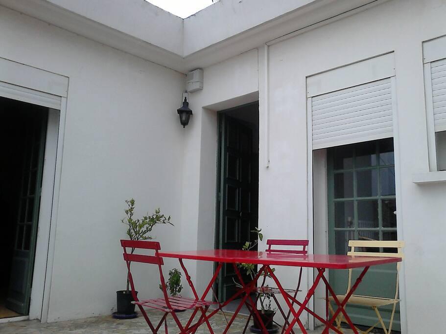 Grand appart maison terrasse centre appartements louer for Appart maison a louer