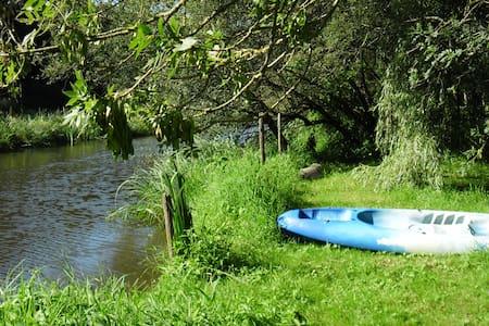 Chalet dans forêt +rivière +canoë. - Rouans