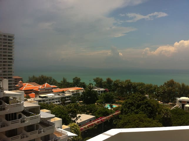 Large, quiet, beautiful 108m2 oasis with sea-view! - Bang Lamung - Pis