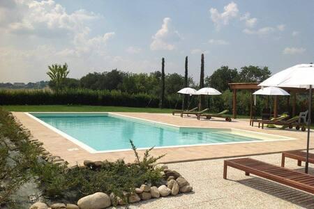 App.Alba in casale con piscina - Corridonia