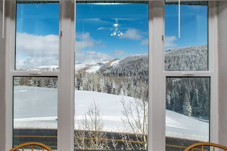 The Lazy Bear ~ Best Views and Amenities on the Mtn!