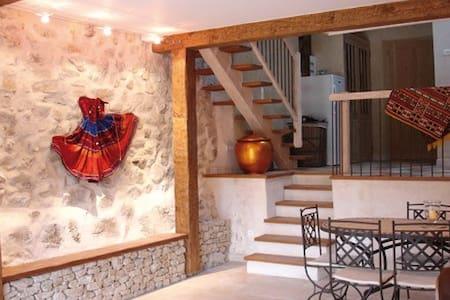 Mas de charme au coeur de la Drôme - Eygluy-Escoulin - Huis