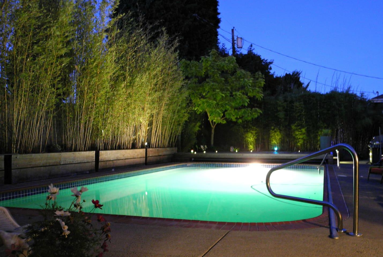 2 bedroom 2 1/2  bath in SE Portland w/ Pool!