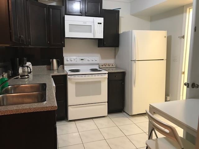 Apartment one bedroom 2 floor,clean,walk to subway