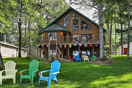 Lakefront Branch Township House w/Dock & Hot Tub!
