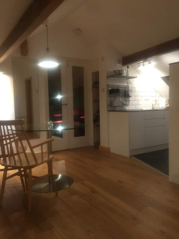 Windermere 1 Bed Rm flat with Private Parking.
