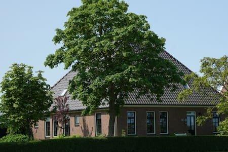 Uitrusten in stolpboerderij in Eenigenburg