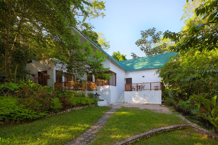 Casa en Petén dentro de Hotel Bolontiku