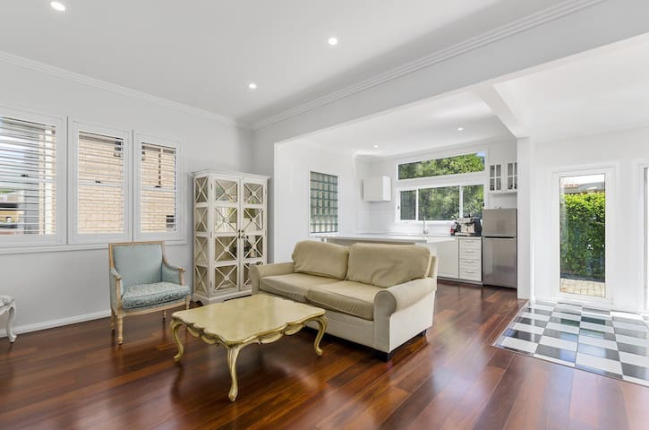 Beach Getaway - Holiday House - Thirroul - Hus