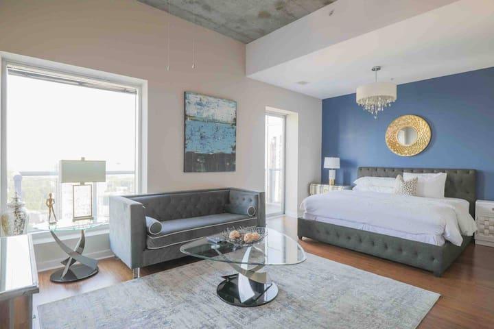 Penthouse Studio Staycation with Panaromic Views