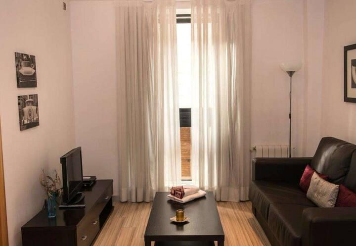 อพาร์ตเมนต์ 1 ห้องนอนสว่างสดใส
