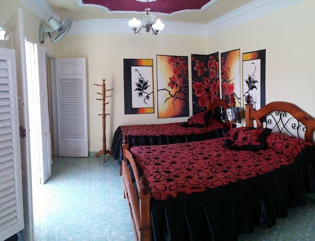 Habitación Suite No. 3   Hostal Girasol