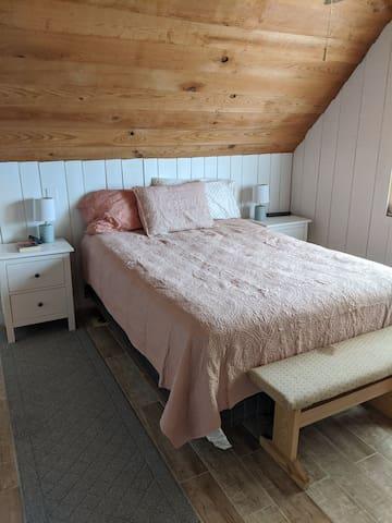 Upstairs bedroom 2 with queen Bed