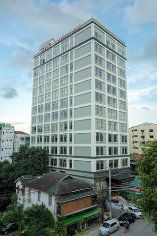 Hotel Sanchaung - Standard Room (1 King)
