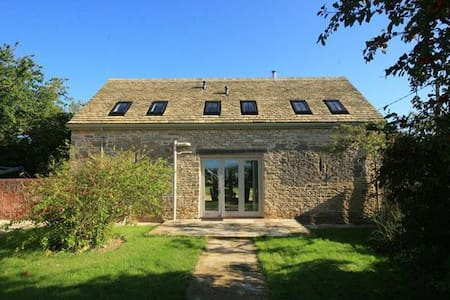 Westfields Barn, Burford. - Yelford