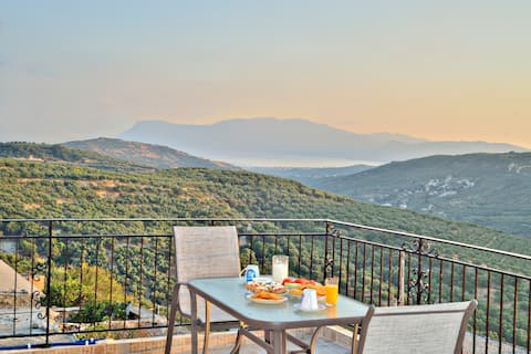 Vista mar entre a riqueza da natureza cretense