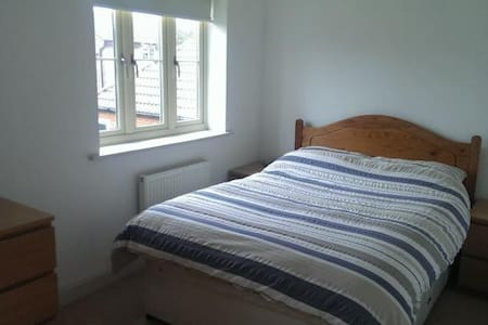Double room and Bathroom - Churchdown - Дом