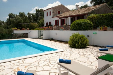 Villa Lismonia, luxury villa with private pool - Kassiopi