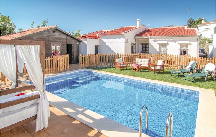 Holiday cottage with 4 bedrooms on 101m² in Yunquera