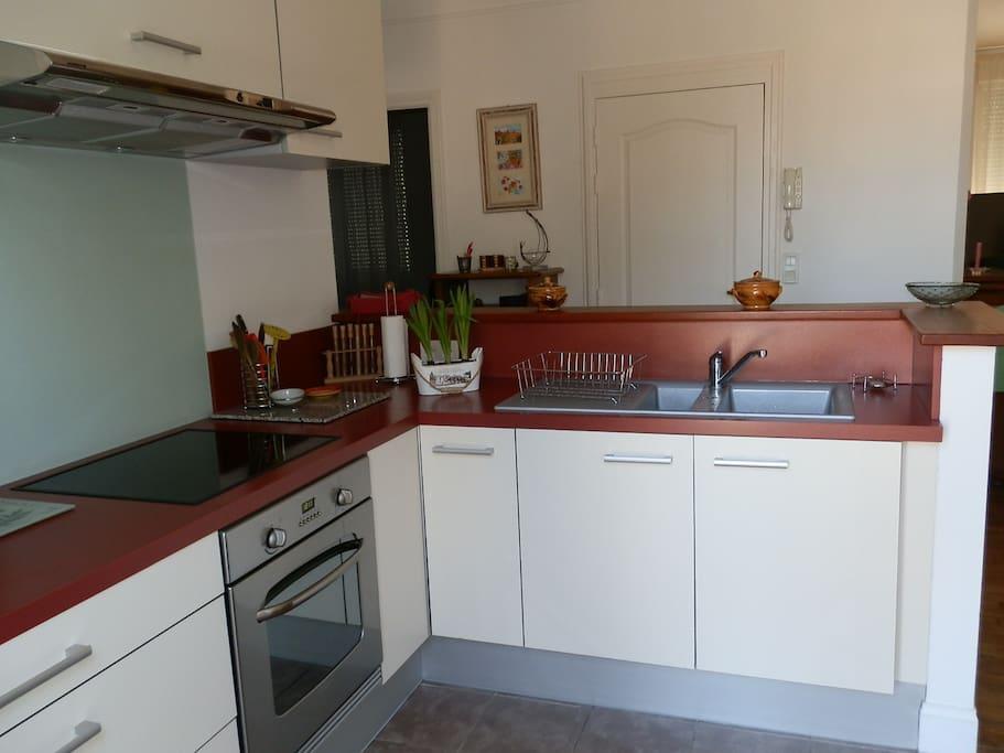 Dans l'appartement vous y trouverez une cuisine toute équipée