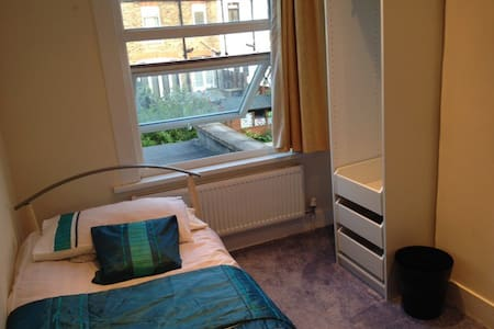 One bedroom in a Freindly, family setting - Thornton Heath