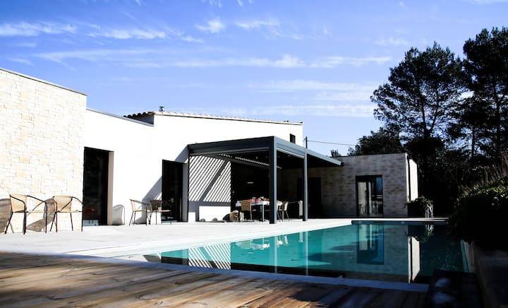 Chambre luxueuse dans villa design à 5 mn d'Aix .
