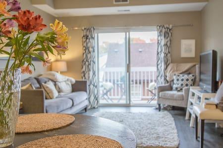 Comfy private room and bath. Condo/Minnehaha Falls - 明尼阿波利斯 - 公寓