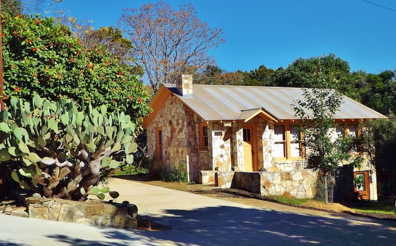 The Painter's Cabin - Artful Hill Country Getaway - Kerrville - Cabaña