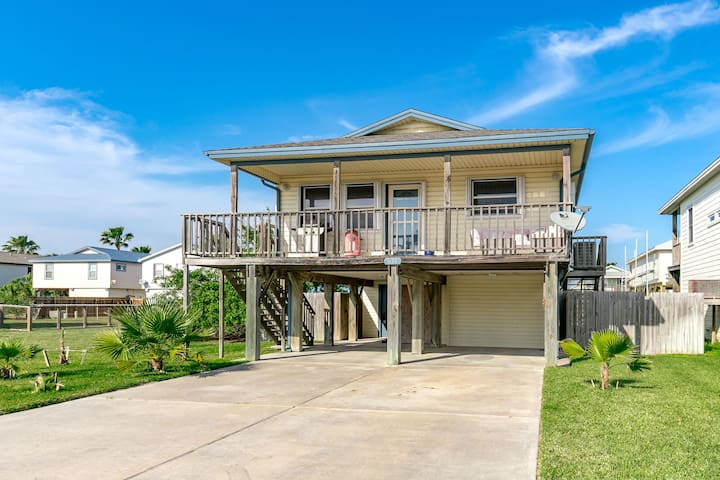 Port Aransas Home w/ Yard & Balcony - Port Aransas - Dom