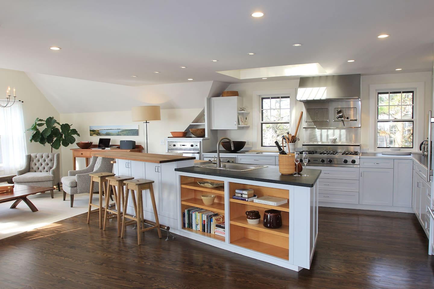 Open Kitchen to living and dinning