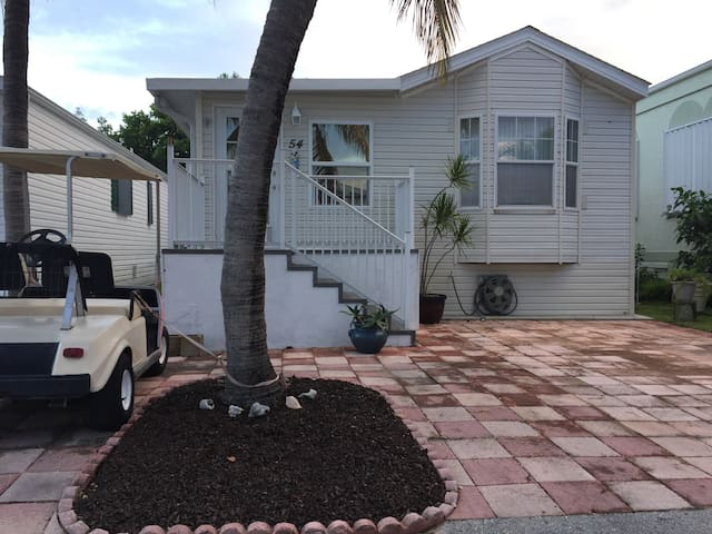 Cottage by the Ocean - Jensen Beach - House
