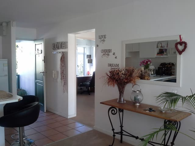3 bedroom apartment in beautiful Hout bay