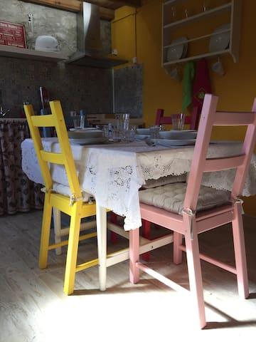 Mesa e cozinha - vista