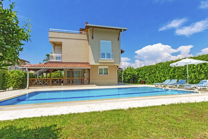 Paradise Town Villa Alison