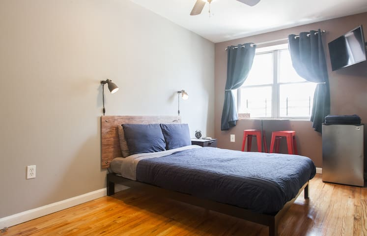 Delightful, Cozy and Convenient Room in Brooklyn!! - Brooklyn - Leilighet