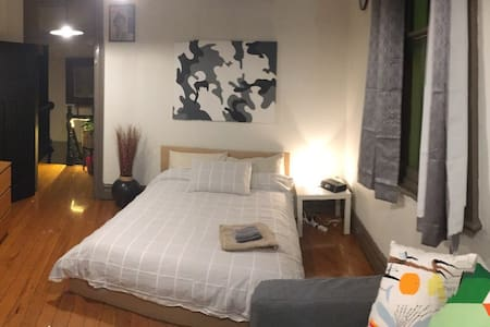 Spacious doubleRoom in Trendy Surry - Surry Hills - Bed & Breakfast