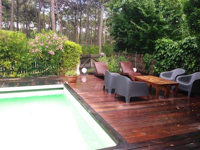la piscine après la pluie
