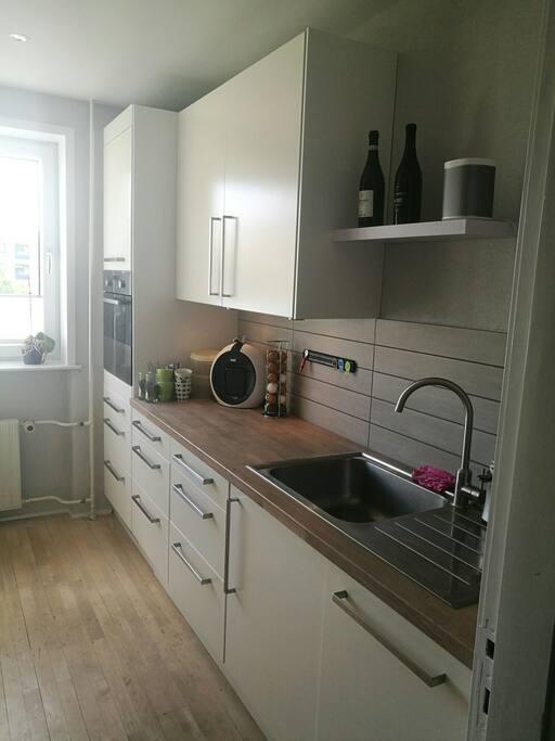 Ovn, mikroovn, køleskab, fryser, komfur og opvaskemaskine