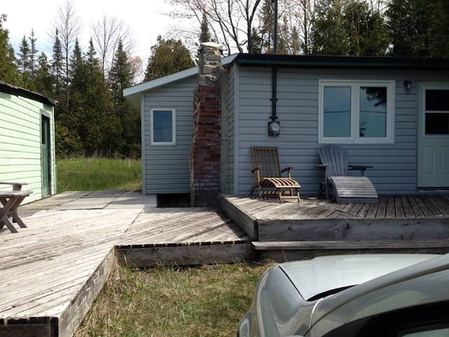Traditional Waterfront Cottage - Wiarton - Stuga