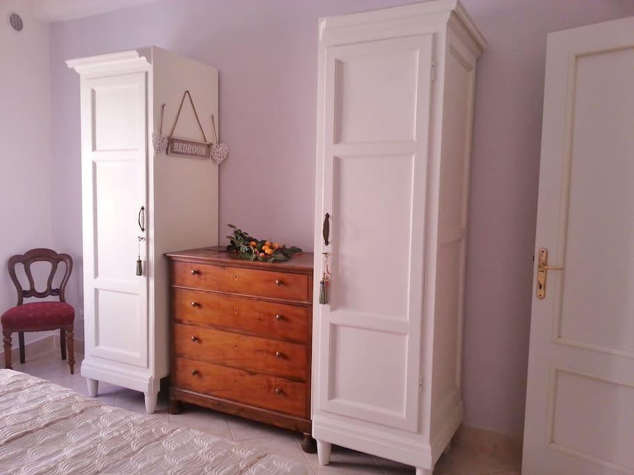 mobilio della camera da letto