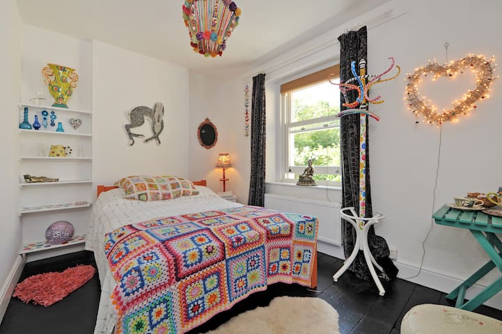 Boho Artists Studio B&B nr Bath