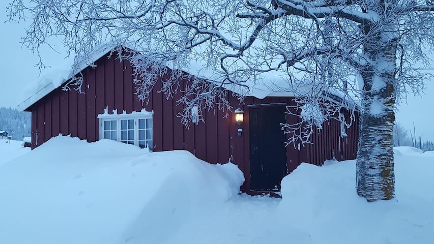 Lite, koselig hus på Leirskogen i Valdres.