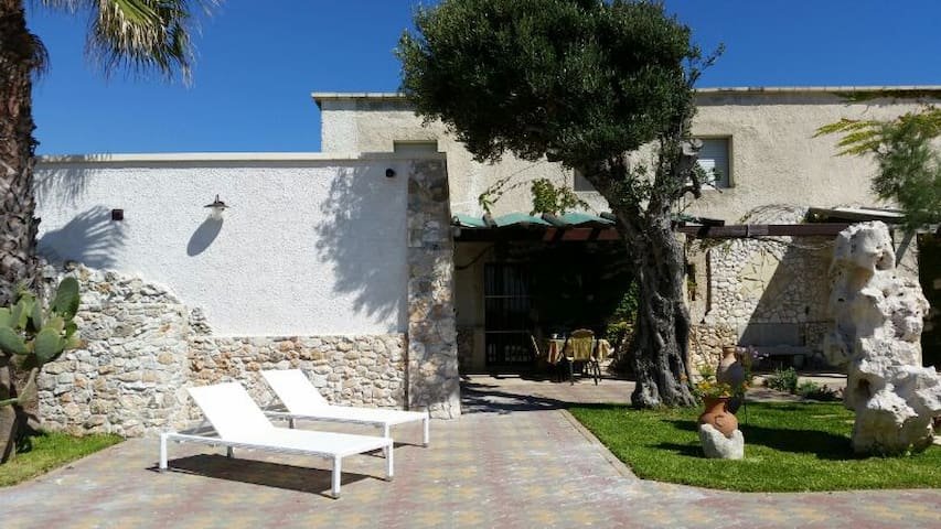 Charming Mediterrian style Villa - Rocca Vecchia - House
