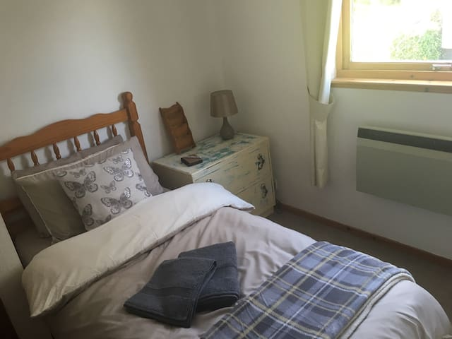 Single room, in cozy little house - Inverness
