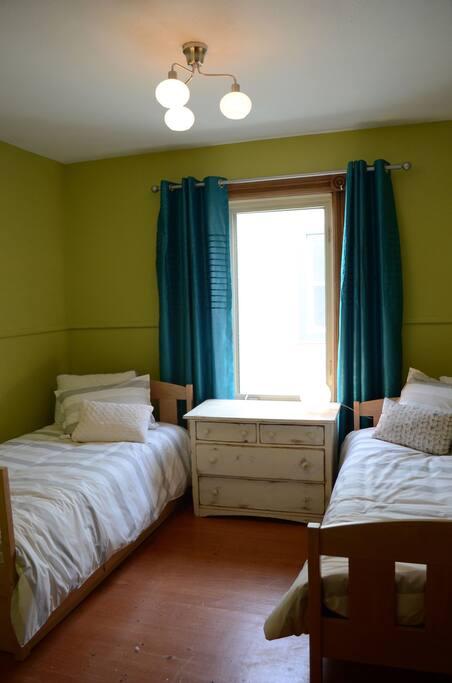 Pour la marmaille : chambre avec lits jumeaux