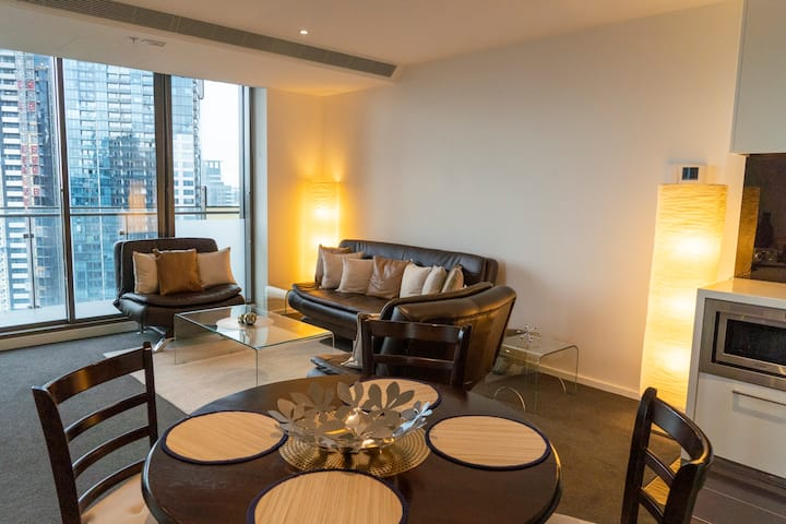 2BD with City Views! Pool, Gym, Tennis Court
