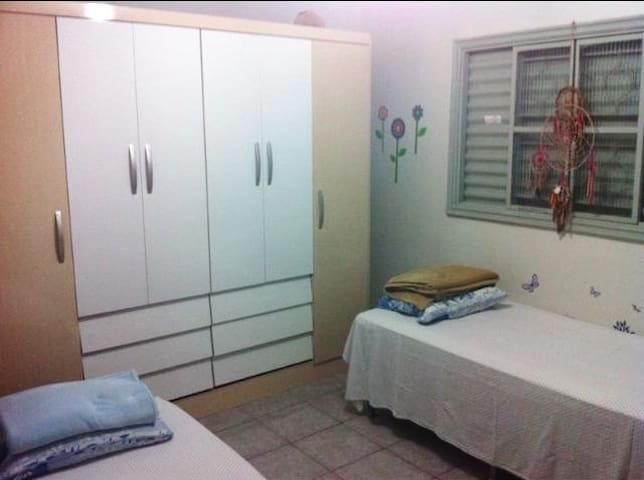 Big room for the world cop.  - Candagolandia - House