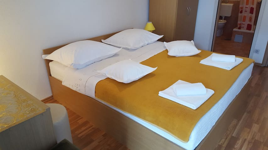 APARTMENT MIJO SERDAREVIC 1 - Baška Voda - Apartment
