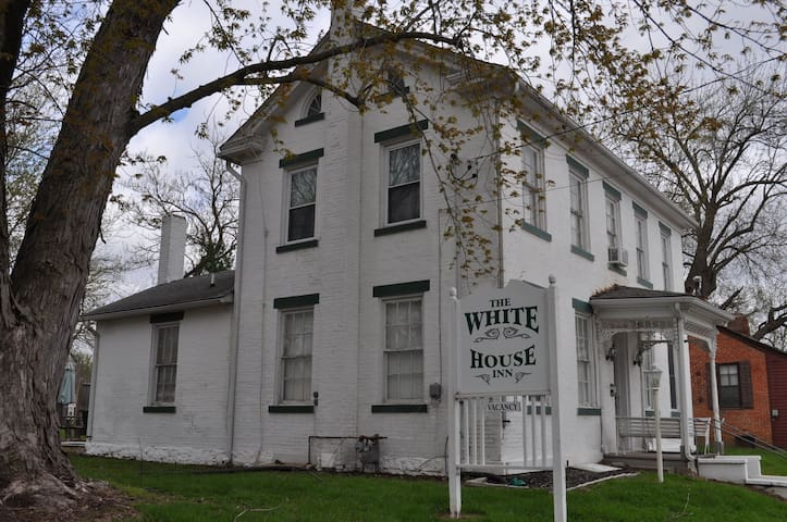 The White House Inn, The Browning Suite